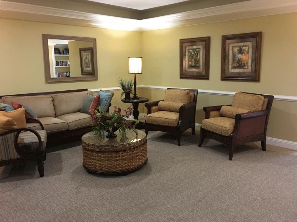 Laurel Oaks lounge